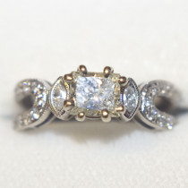 Diamond engagement 18k gold estate ring