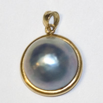 Mother-of-pearl 14k Gold Estate Pendant